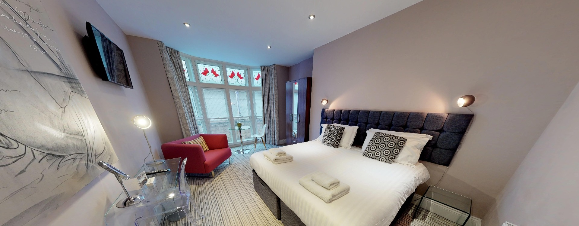 Harrogate Lifestyle offers stylish executive one bedroom one bathroom apartment for 1 or 2 people with double or twin bed set up facility. For Bookings Call now - 01423 568820